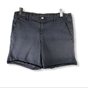 Vince. Short Grey Stripe